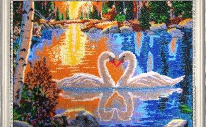 Лебеди на закате бисером